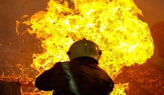 آتش سوزی انبار بزرگ ایزوگام و چسب در ارومیه مهار شد