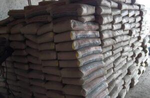 کشف بیش از 1000 کیسه سیمان احتکار شده در بوکان