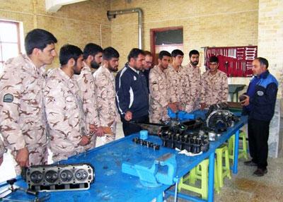 برگزاری ۳۲۷ دوره آموزشی مهارتی در پادگانهای نظامی و انتظامی آذربایجان غربی