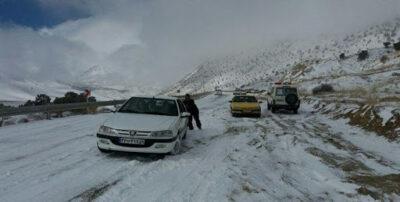 تردد در مسیرهای آذربایجان غربی فقط با زنجیر چرخ امکان پذیر است